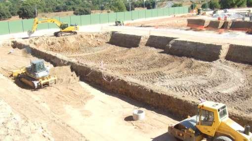 COHISA. Conducciones Hidráulicas. Movimientos de tierras con excavadoras